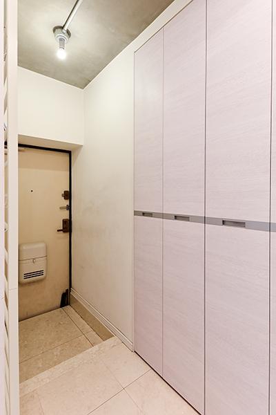 ~玄関~SIC付の玄関は人感センサーも付いており手が塞がっている状態でも照明がついてくれるので安心です。
