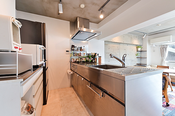 ~キッチン~3口コンロで料理の幅を拡げてくれる使いやすいシステムキッチンを採用。