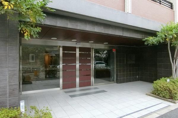 1階共用部分には宅配ボックスや集会室、ペットの足洗い場を設置。