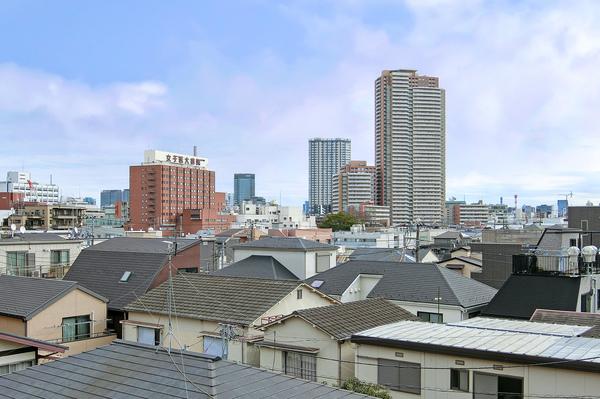 大江戸線「若松河田」駅を含む4駅3路線で自在に東京を使いこなす良好なアクセス環境。