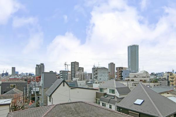 4階部分南東向きバルコニーから都心の景色をお楽しみいただけます。