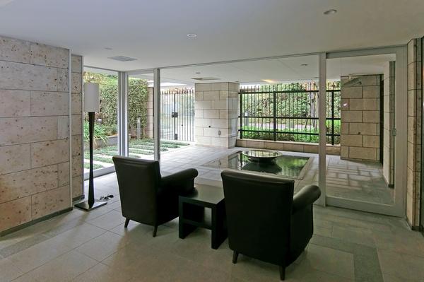 ウォーターテラスやグリーンテラスなど都心の喧騒を忘れさせてくれる癒しの空間を演出。