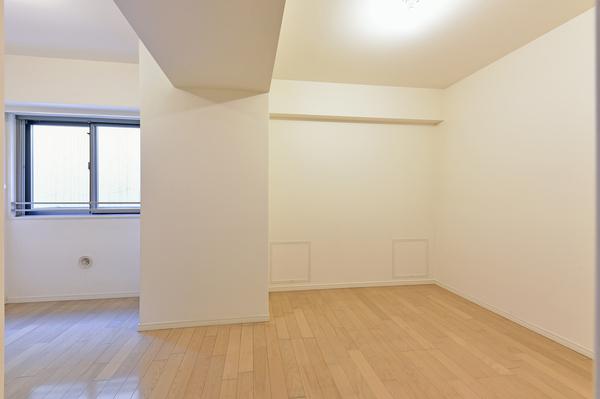 南東から光が差し込む窓付で、お部屋の換気も簡単に行えます。