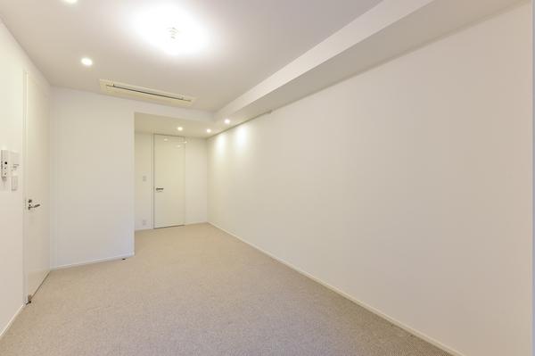 WICを備えた10帖超の洋室。各居室にも床暖房を設置しております。