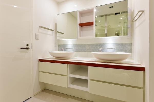 身支度の時間にゆとりを与えてくれる2ボウルの洗面スペース。