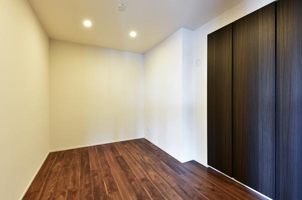 全室に収納スペースを備えておりますので、お部屋ごとに荷物がスッキリ片付きます。