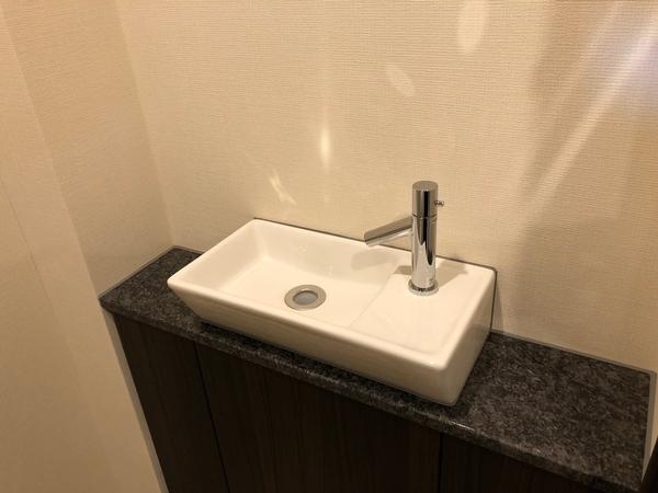 天然石カウンター付トイレ手洗器
