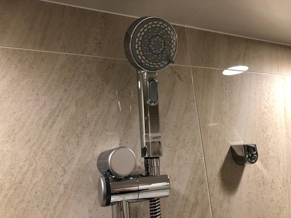 グローエ社製の多機能シャワーヘッド