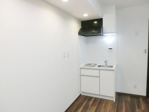 火を使わず安心安全且つ、経済的なIHクッキングヒーターを採用したキッチン。