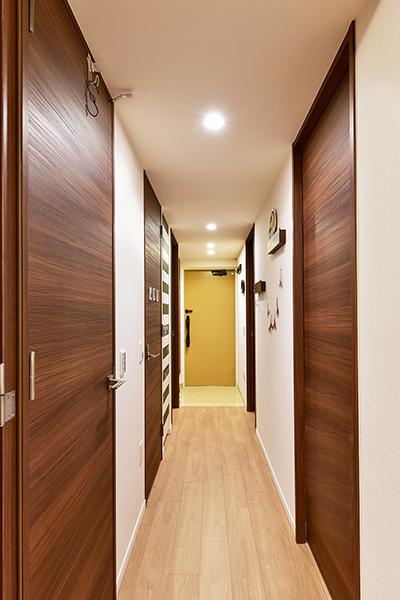 玄関ドアにはダブルロックを用いたCP認定の玄関錠を設置
