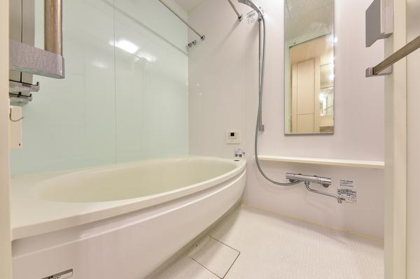 浴室(サイズ1 300㎜×1 700㎜)/ミストサウナ付浴室暖房乾燥機付。