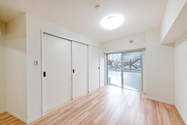 「約12.3帖のLDK」と「約5.7帖の洋室」は引き戸の開閉で使い方自在