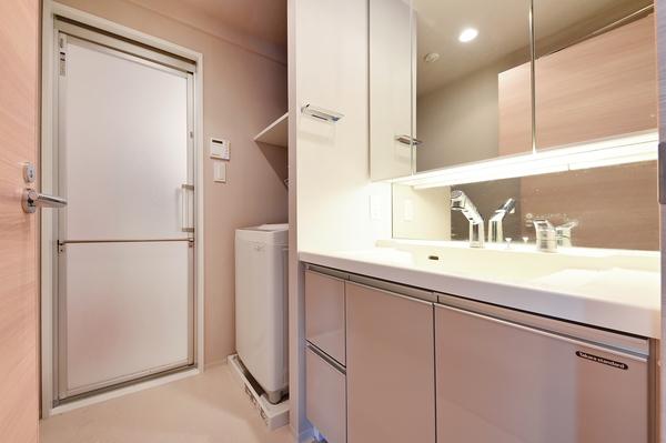 【洗面室】天板とボウルの継ぎ目がない、一体型カウンタートップ