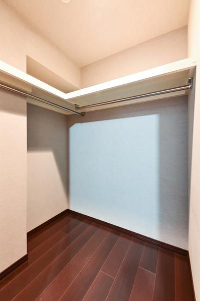 洋室(3)約5帖(収納は、パイプハンガーが付いたクロゼットタイプです)
