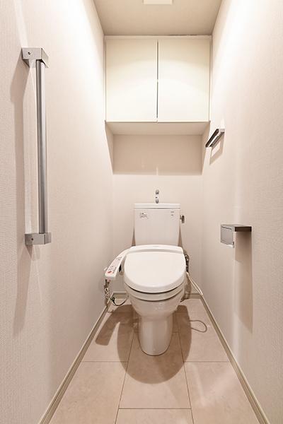 トイレには手すりを全戸標準装備。