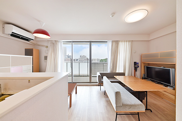 天井高は2500mm、2000mmのハイサッシが室内の広がりを演出します。