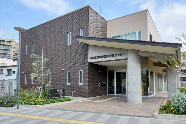 多目的室や調理室などを備えた「東中野区民活動センター」。