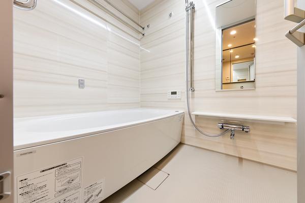 断熱材で包み込むことによって保温性を向上した浴槽を採用。